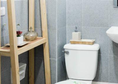 Aolani Bathroom